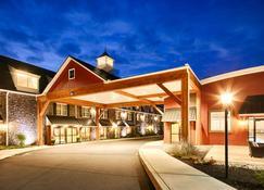 Best Western Plus Intercourse Village Inn & Restaurant - Intercourse - Building