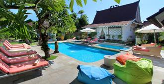 Hotel Puri Tempo Doeloe - Denpasar - Piscina
