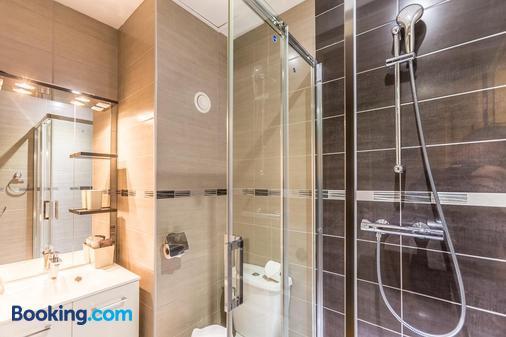 Maison d'hôtes Les Bruyeres - Livaie - Bathroom
