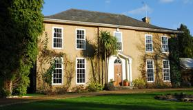 Norfolk House Bed And Breakfast - Newmarket - Building