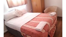 Goddis Lodge - London - Bedroom