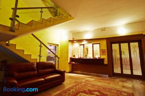 Hotel Villa Emei - Maribor - Lễ tân