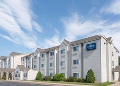 Microtel Inn & Suites by Wyndham Rice Lake - Rice Lake - Building