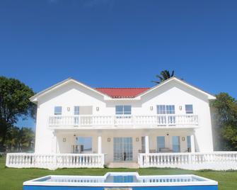 The White House on The Ocean - Big Corn Island - Edificio