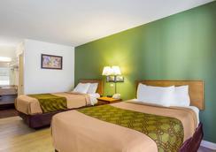 Econo Lodge - Corbin - Bedroom