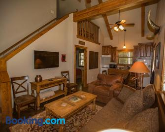 Nrs Guest Ranch - Decatur - Wohnzimmer
