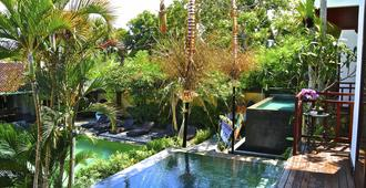 Aqua Octaviana Bali Villa - North Kuta - Außenansicht