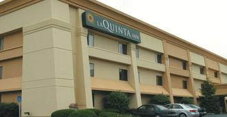 La Quinta Inn by Wyndham Indianapolis Airport Executive Dr - Ιντιανάπολη - Κτίριο