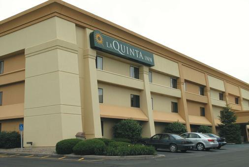 La Quinta Inn by Wyndham Indianapolis Airport Executive Dr - Indianapolis - Toà nhà