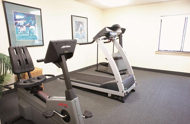 La Quinta Inn by Wyndham Indianapolis Airport Executive Dr - Indianápolis - Gym