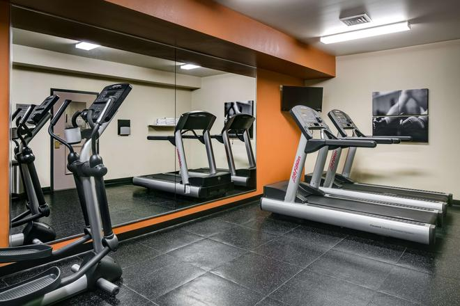 Country Inn & Suites by Radisson, Madison West, WI - Middleton - Gym