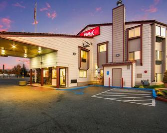 Red Roof Inn & Suites Medford - Airport - Medford - Edificio
