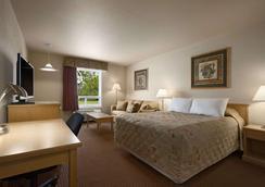 Super 8 by Wyndham Dawson Creek - Dawson Creek - Schlafzimmer