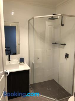 Port Boutique Accommodation - Port Fairy - Bathroom