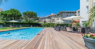 卡瑞紮貝斯特韋斯特普勒斯酒店 - 比亞里茲 - 比亞里茲 - 游泳池