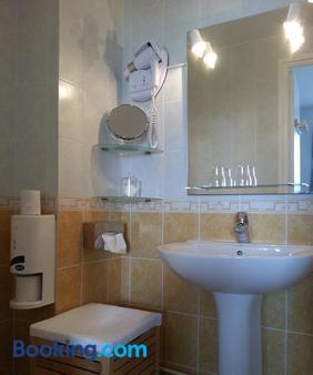 Hotel L'idéal Le Mountbatten - Arromanches-les-bains - Bathroom