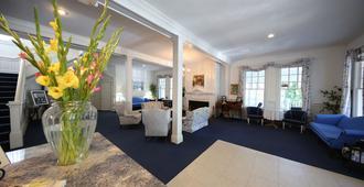 Colonial Inn In Harbor Springs - Harbor Springs - Living room