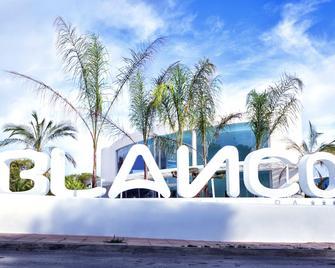 Blanco Hotel Formentera - Es Pujols - Buiten zicht