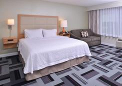 Hampton Inn and Suites Ames, IA - Ames - Schlafzimmer