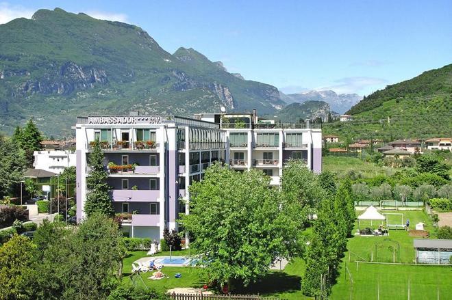 大使套房酒店 - 里瓦德加爾達 - 加爾達湖濱 - 建築