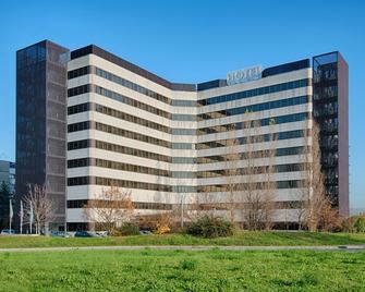 NH Bologna Villanova - Болонья - Building