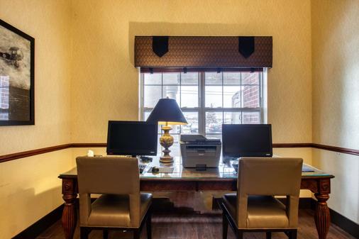 Comfort Suites Milwaukee Airport - Oak Creek - Business Center