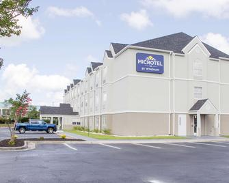 Microtel Inn & Suites by Wyndham Camp Lejeune/Jacksonville - Jacksonville - Building