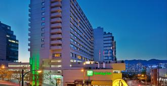 Holiday Inn Vancouver Centre - Vancouver - Building