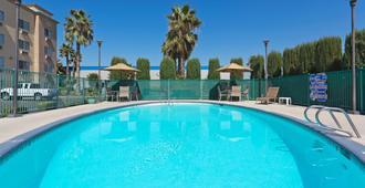 Holiday Inn Express Bakersfield - Bakersfield - Pool