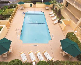 Days Inn by Wyndham Gainesville University I-75 - Gainesville - Zwembad