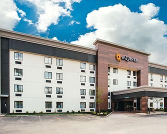 La Quinta Inn & Suites by Wyndham Cincinnati NE - Mason - Mason - Building