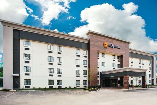 La Quinta Inn & Suites by Wyndham Cincinnati NE - Mason - Mason - Κτίριο