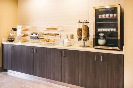La Quinta Inn & Suites by Wyndham Cincinnati NE - Mason - Mason - Μπουφές