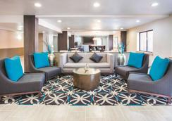 La Quinta Inn & Suites by Wyndham Cincinnati NE - Mason - Mason - Σαλόνι