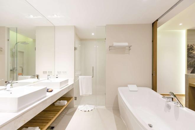 溫德姆布吉凱林灣大酒店 - 布吉 - 卡馬拉 - 浴室