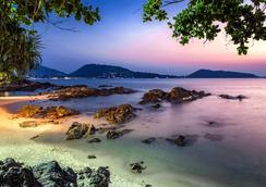Wyndham Grand Phuket Kalim Bay - Bãi biển Kamala - Bãi biển