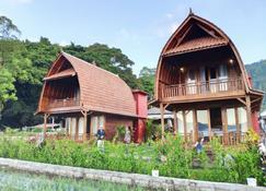 艾塔爾瓦峇里克迪桑湖景飯店 - 金塔馬尼 - 建築