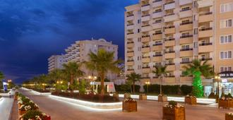 Ramada Resort by Wyndham Lara - Antalya - Toà nhà