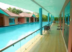 Saj Earth Resort - Nedumbassery - Pool