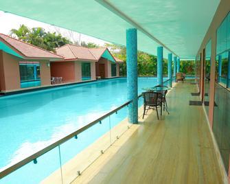 Saj Earth Resort - Nedumbassery - Bazén