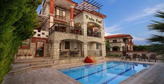 Pasha Port Hotel & Restaurant - Alaçatı - Building