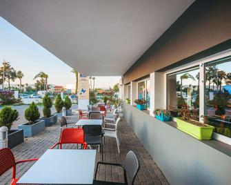 Hotel Ibis Budget Tanger - Tánger - Patio