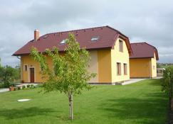 Apartmenthaus Graf - Chýně - Edificio