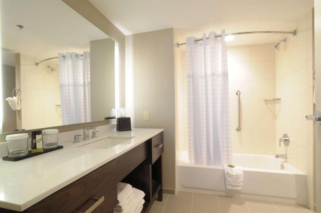 Embassy Suites by Hilton Oklahoma City Downtown-Medical Ctr - Oklahoma City - Bathroom
