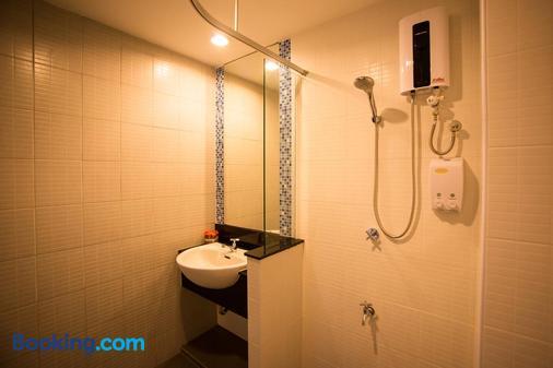 Napatra Hotel - Chiang Mai - Phòng tắm