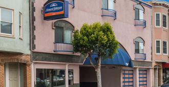 Howard Johnson by Wyndham San Francisco Marina District - San Francisco - Bygning