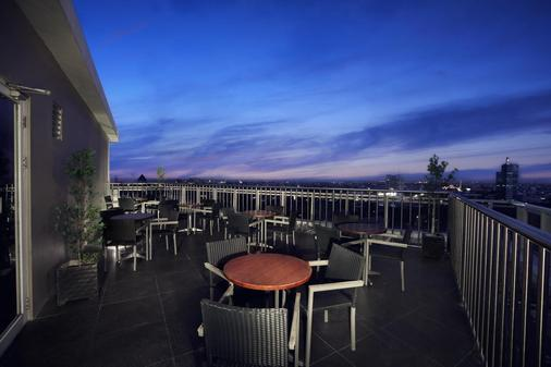 Aston Makassar Hotel & Convention Center - Makassar - Parveke