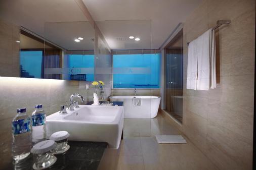 Aston Makassar Hotel & Convention Center - Makassar - Kylpyhuone