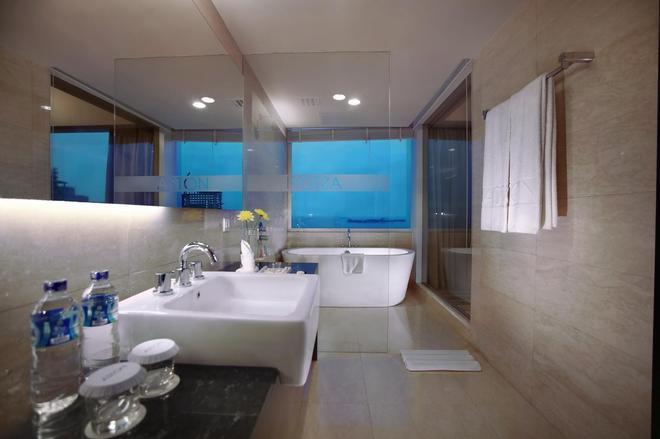 Aston Makassar Hotel & Convention Center - Makassar - Phòng tắm