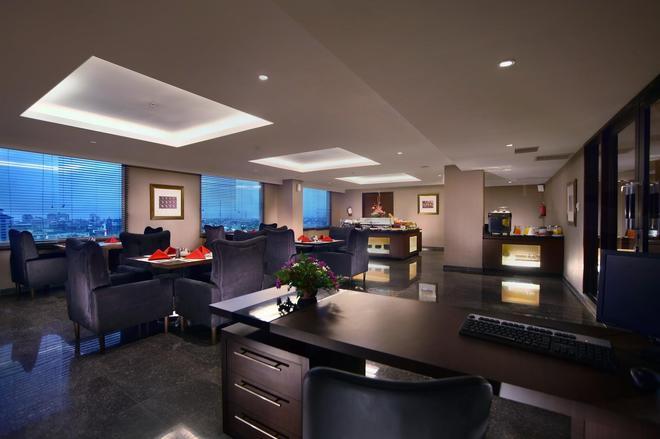 Aston Makassar Hotel & Convention Center - Makassar - Lounge